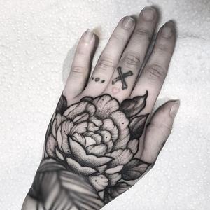 sou_tattooer guest from tomorrow for one week in #toeloopberlin #berlin #berlintattooartist #berlintattoo #minimalism #minimalist #lineart #linerattoo #tattooinspiration #tattooworkers #blackwork #blacktattoo #tattooartistmagazine #inkspired #girlswithtattoos #inkedgirls #girlswithink