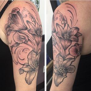 By Lars @shinou_tattoo#shinoutattoo #flowertattoo #sleeve #halfsleevetattoo #lilies #lilytattoo #flowerarrangement #artnouveau #jugendstil #alfonsmucha #mucha #coopercitytattoo #coopercity #eftc #electricflamingotattoo