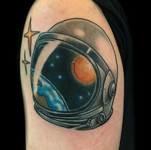 Space...the final frontier👩🏽🚀. #astronaut #astronauttattoo #helmettattoo #earth #earthtattoo #nasa #scifi #scifitattoo #suntattoo