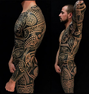 work freehand #santostattooshop #italianboy #tattooitalia #strong #strongwoman #crossfit #polynesiantattoo #marquesantattoo #pacifictattoo #blackforest #swisstattoo #deutschland #colognetattoo #eindhoven #varese #gallarate #milano #milanotattoo #lugano #tatau #freehand #tattooistartmagazine #tattooistartmag #photooftheday