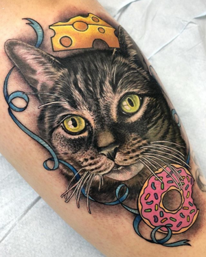 Some details from my cattoo a couple days ago at @Grit_N_Glory! Apparently this super cute Kitty was always trying to eat her owners cheese and sweets!! 🙀😹😻 #cattoo #cattattoo #gritnglory