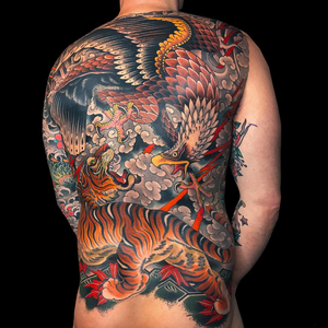 Awesome collaboration backpiece. Mike Rubendall did the tiger and Grez did the eagle. Both worked on the background! #japanese #mikerubendall #grez #kingsvaenuetattoo