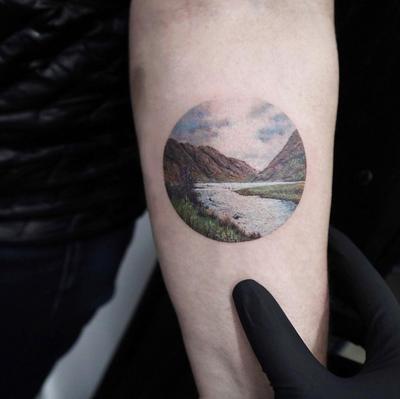 Miniature Circle tattoo by Eva Krbdk #minimalism #circle #miniature #evakrbdk