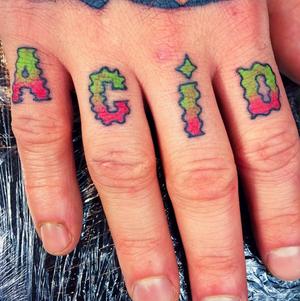 Freehand finger tattoos by Marcin Aleksander Surowiec #lettering #acid #fingertattoo