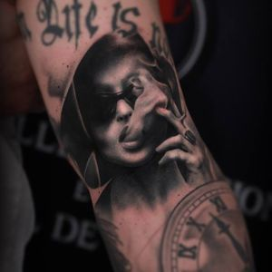 #realistic #portrait #blackandgrey #smoke #MarlaSinger #ThomasCarliJarlier