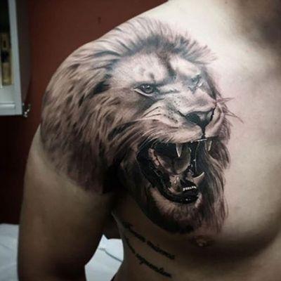 Lion portrait by Rocky Burley #davincitattoo #lion #liontattoo #portrait #bigcat #animal