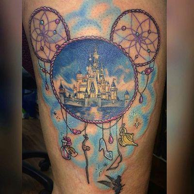 Tattoo by Annika Sauer #tempelmuenchen #münchentattoo #disney #disneytattoo #girltattoo #comictattoo #dreamcatcher #disney