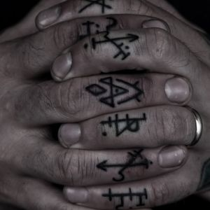 #fingertattoo #symbol #symboltattoo #linework