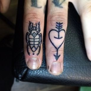#knuckletattoos #knuckle #microtats #insect #heart