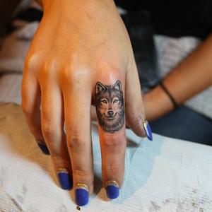 #wolf #portrait #micro #finger #lazerliz