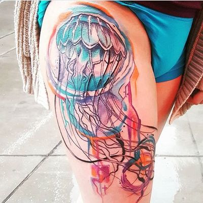 Eddie finished this jelly fish the other week! #colortattoo #neotraditionaltattoo #jellyfishtattoo #seacreature #thightattoo #jellyfish #neotraditional #color