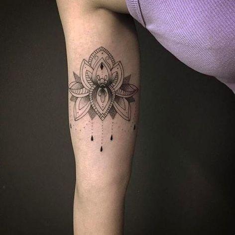 Flor de Lótus por Anna Luiza Schramm! #AnnaLuizaSchramm #TatuadorasBrasileiras #TatuadorasdoBrasil #TattooBr #TattoodoBr #lotusflower #flordelotus #ornamental #ornamento #pontilhismo #dotwork
