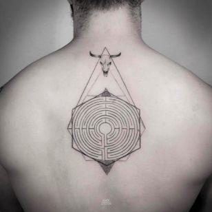 Minotaur's labyrinth by Mark Ostein #MarkOstein #blackworksubmission #blackwork #dotwork #lisbontattoo #blacktattooart #geometric #labyrinth #Minotaur #MinotaursLabryinth