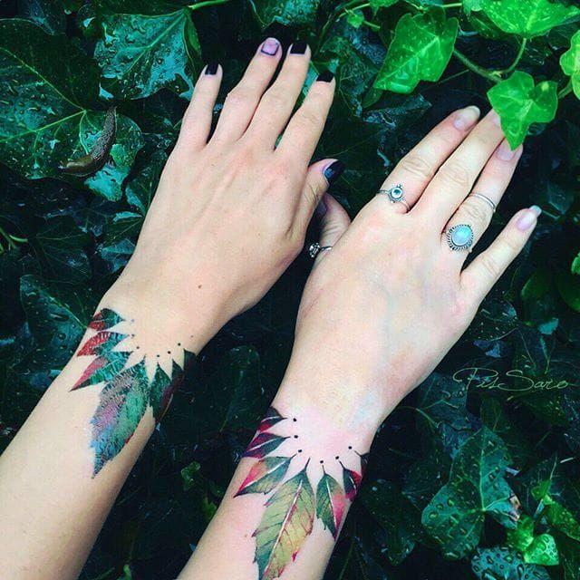 Bracelet tattoo by Pis Saro. #PisSaro #floral #placement #flower #ladies #women #ideas #gorgeous #bracelet