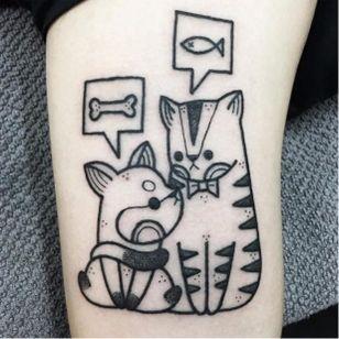 Cãozinho e gatinho #HugoTattooer #gringo #kawaii #blackwork #cute #fofo #cat #gato #catlover #dog #cao #cachorro #doglover #pet #petlover #peixe #fish #osso #bone #pontilhismo #dotwork