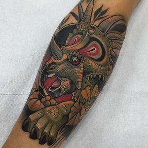 Neo Traditional Tattoo by Rodrigo Kalaka #NeoTraditional #NeoTraditionalTattoos #NeoTraditionalTattooing #NeoTraditionalArtists #BestArtists #RodrigoKalaka #dinosaur