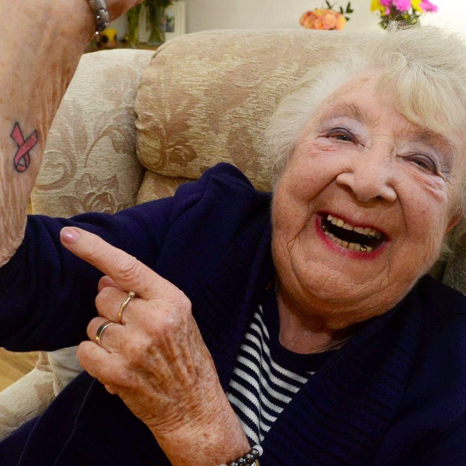 Heather Brooks #HeatherBrooks #CancerSurvivor #Badass #Tattooed #Elders #Grandma #tattooedgrandma #ElderlyWomen #Woman