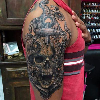 Suliée Pepper. #SulieePepper #caveira #skull #polvo #octopus #tatuadoresdobrasil #DiaDoTatuador #tatuadorasdobrasil #pretoecinza #blackandgrey
