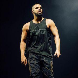 Drake looking huge. #Drake #DrWoo #Celebrities