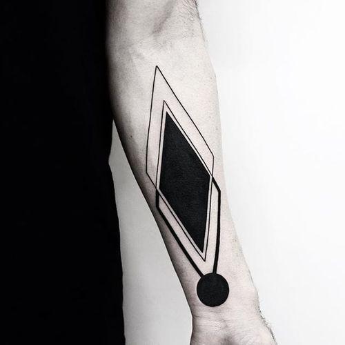 An astounding piece of heavily saturated linework geometry by Malvina Maria Wisniewska (IG— malwina8). #bold #geometric #linework #MalvinaMariaWisniewska #minimalistic