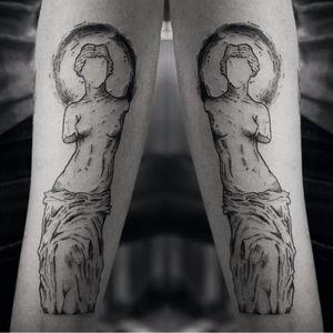 Venus de Milo #TamiresMandacaru #TatuadorasDoBrasil #brazilianartist #brasil #brazil #sketchstyle #estilorascunho #blackwork #fineline #VenusDeMilo #escultura #sculpture