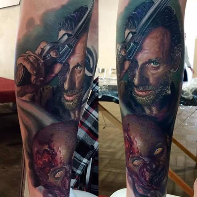 Por Deley Tattoo! #DeleyTattoo #TatuadoresBrasileiros #Realism #realistictattoo #realismo #thewalkingdead #twd #zombietattoo #ricktwd