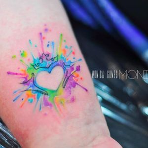 Colorful heart tattoo by Monica Gomes #monicagomes #monitattoo #heart #colorful #watercolor #crown