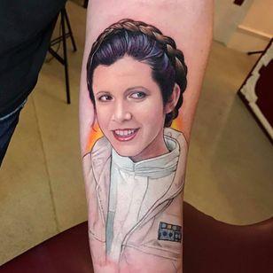 Princesa Leia por David Corden! #DavidCorden #StarWars #Maytheforcebewithyou #maythe4thbewithyou #nerd #geek #Leia #PrincessLeia #CarrieFisher