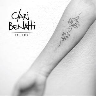 Por Clari Benatti! #ClariBenatti #Unalome #UnalomeTattoo #UnalomeTatuagem #TatuadorasBrasileiras