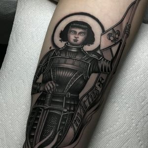 Joan of Arc tattoo by Javier Betancourt #javierbetancourt #besttattoos #blackandgrey #neotraditional #joanofarc #portrait #armor #sword #victory #religious #Christian #saint #fleurdelis #banner #flag #lady #woman