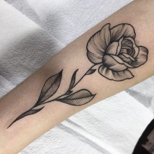 Rosa #RodrigoMuinhos #blackwork #brazilianartist #brasil #brazil #tatuadoresdobrasil #rosa #rose #flower #flor #leaf #folha #botanica #botanical #pontilhismo #dotwork