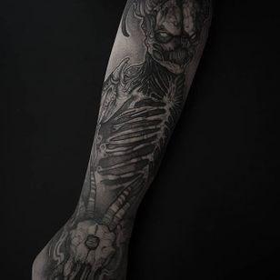 Blackwork tattoo by Felipe Kross. #FelipeKross #blackwork #dotwork #demon #creature