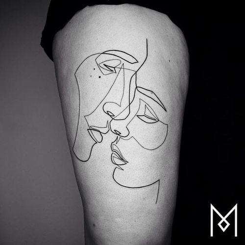 Single line kiss tattoo by Mo Ganji. #MoGanji #minimalist #singleline #continuousline #portrait #face #kiss #lovers