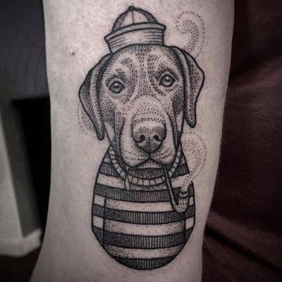 Cão marinheiro #SusanneKonig #Suflanda #blackwork #pontilhismo #dotwork #traditional #tradicional #gringa #cao #dog #cachorro #pet #petlover #doglover #marinheiro #sailor #cachimbo #smokingpipe #chapeu #hat