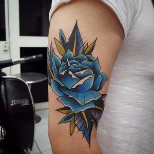 Por Klebyz Soares! #KlebyzSoares #tatuadoresbrasileiros #rose #bluerose #rosa #flor #rosatattoo #rosetattoo #flower #flowerttattoo