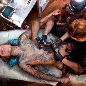 A portrait of James Spencer Briggs at work by Shawn Barber (IG—shawndbarber). #fineart #JamesSpencerBriggs #paintings #portraits #ShawnBarber #tattooists