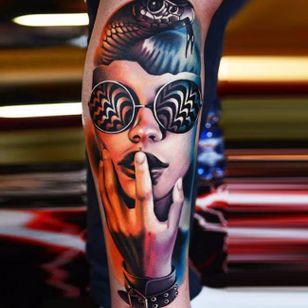 Executado por AD Pancho #ADPancho #gringo #woman #mulher #realism #realismo #surrealismo #surrealism #oculos #glasses #cobra #snake #grafico #graphic #bracelete #bracelet