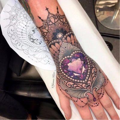 #JennaKerr #tatuadoragringa #coloridas #colorful #joias #jewelry #coração #heart