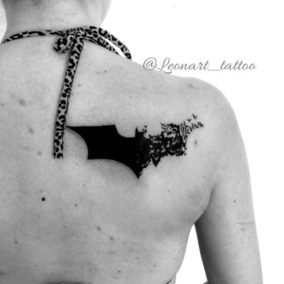 Tattoo do Batman por Mariana Silva! #MarianaSilva #tatuadorasbrasileiras #batman #batmantattoo #bat #dc #dccomics #nerd #geek