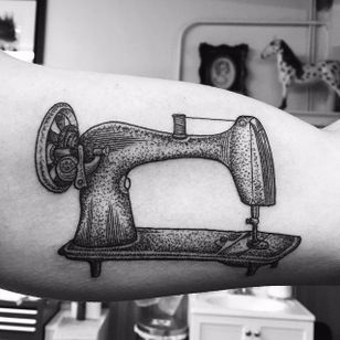 Sewing Machine design by Rochelle Marion #sewingmachine #traditional #vintagetattoos #RochelleMarion #vintage
