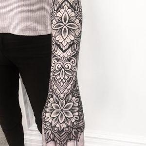 Beautiful ornamental by Raimundo Ramirez #RaimundoRamirez #blackandgrey #blackwork #linework #dotwork #mandala #ornamental #pattern #flowers #leaves #tattoooftheday
