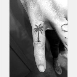 Tiny palm tree pinky finger tattoo by Daniel Winter. #singleneedle #fineline #linework #DanielWinter #palmtree