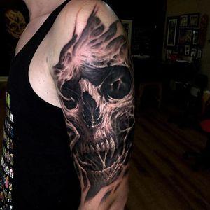 Spooky skull. (via IG - travisgreenough) #travisgreenough #horror #blackandgrey #realism #halloween
