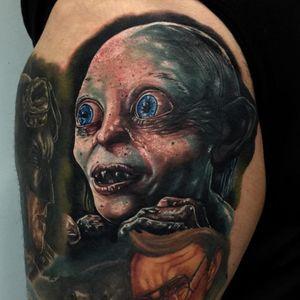 My precious! by Audie Fulfer Jr. (Via IG - audie_tattoos) #AudieFulfer #realism #Gollum #LTTR