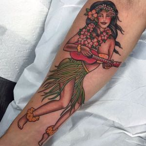Hula girl. (via IG - shauntopper) #traditional #oldschool #capturedtattoo #shauntopper #hulagirl