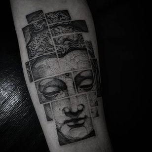 By Felipe Kross. #FelipeKross #blackwork #dotwork #buddha #tile #box