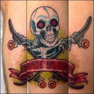 "Rad looking ""skate or die"" skull tattoo, great work done by Rafa Serrano. #RafaSerrano #LTWtattoo #neotraditional #coloredtattoo #skull #SKATEORDIE #skeleton"