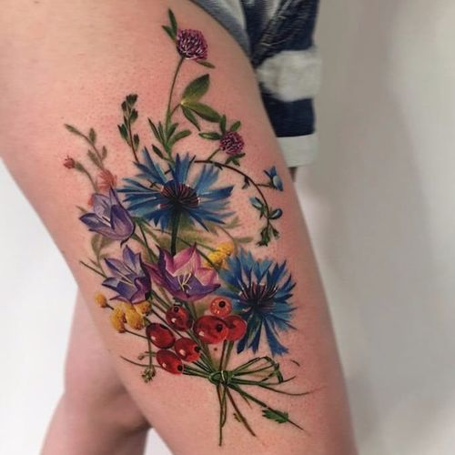 Lovely bouquet by Antonina Troshina #AntoninaTroshina #_rostra_ #flowers #leaves #berries #watercolor #color #realistic #realism #nature #tattoooftheday
