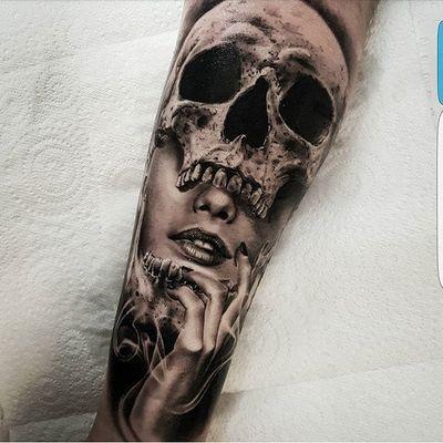 "A lady's face peering out from the mouth of a skull via Benji ""Roketlauncha"" Ortega (IG—benji_roketlauncha). #BenjiRoketlaunchaOrtega #blackandgrey #dark #realism #lady #skull #surrealism"