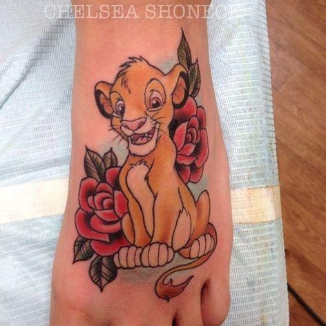 Simba por Chelsea Shoneck! #ChelseaShoneck #disney #disneytattoo #simba #simbatattoo #TheLionKing #lionking #lionkingtattoo #reileão #reileãotattoo #movies #filmes #nerd #geek #cartoon #comics